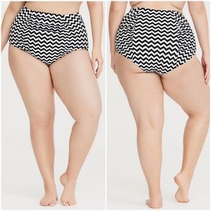 NWOT Torrid Chevron Ruched Swim Bottom